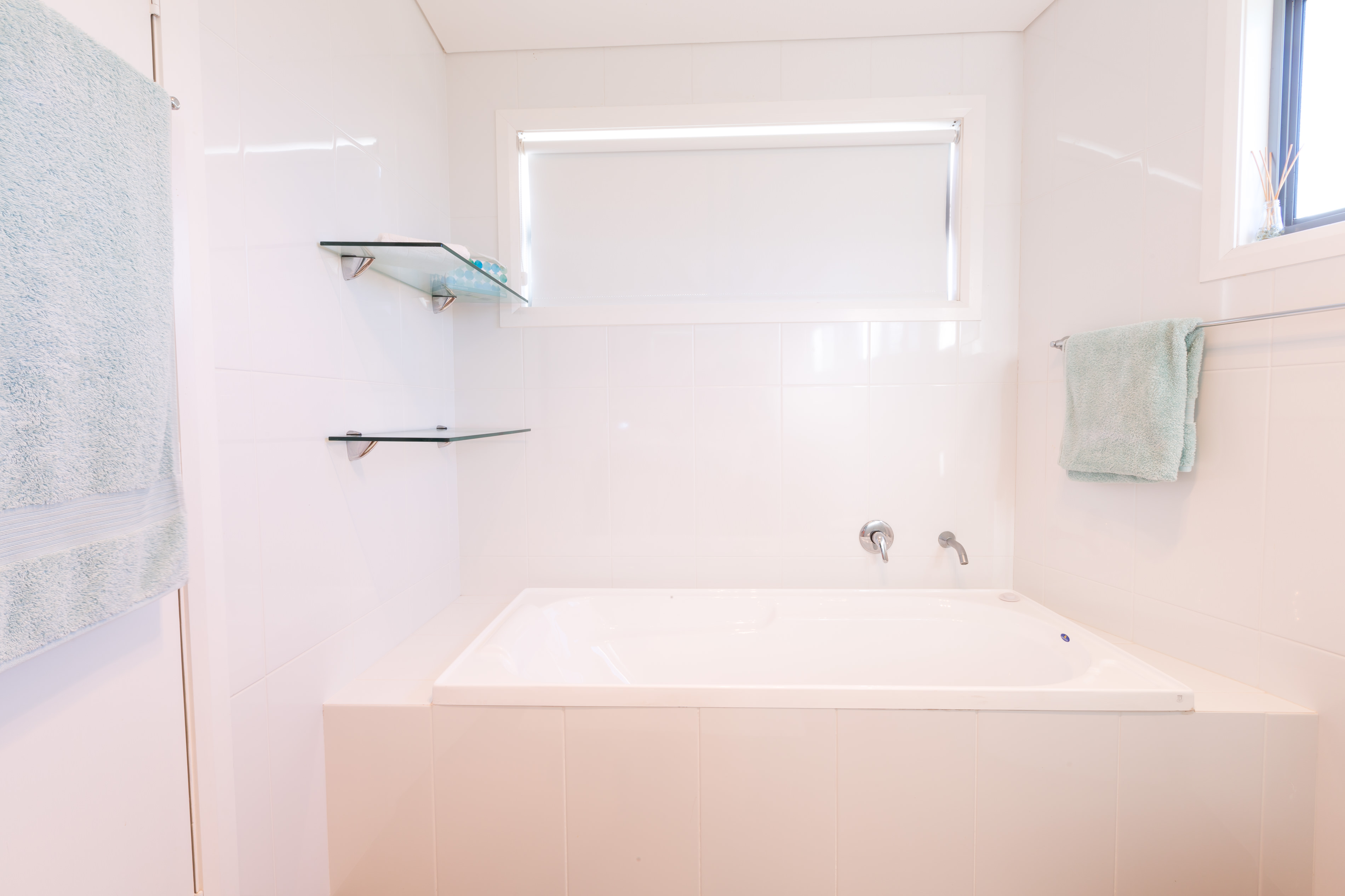 Black Diamond Beach House Ensuite Bath, Real Estate Photography