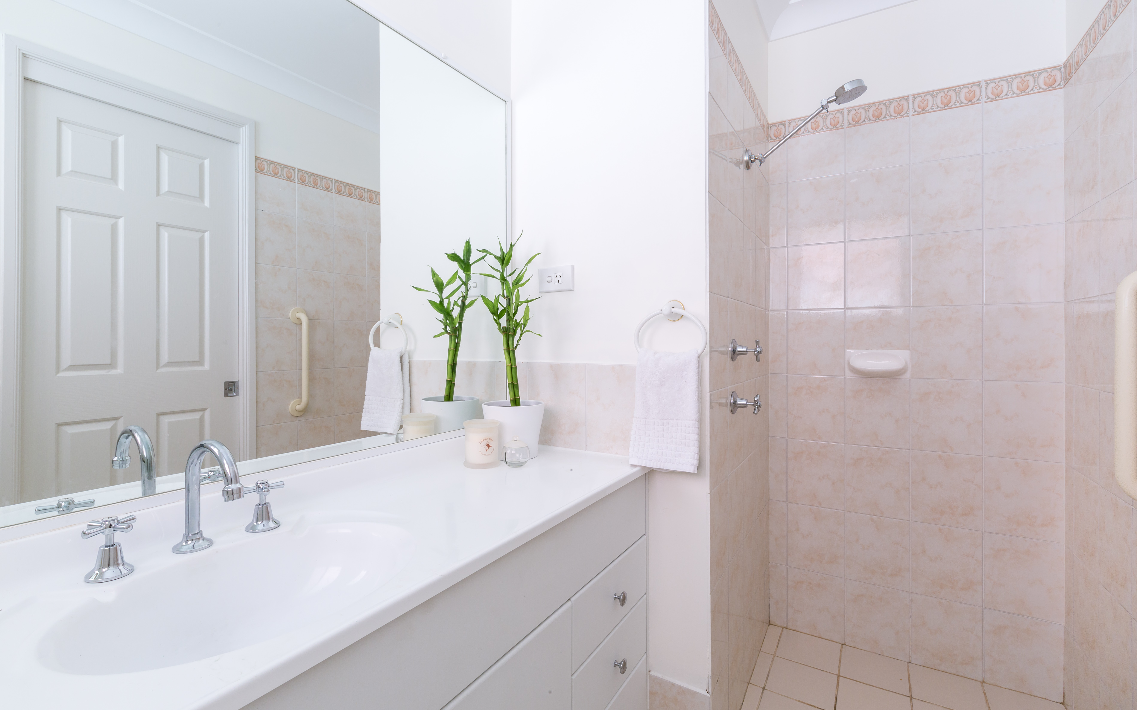 Real estate photography, Master Ensuite of Tuggerah 4 Bedroom house